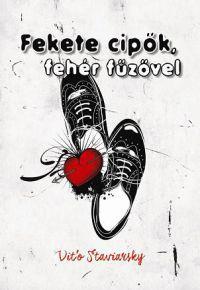 Fekete cipők, fehér fűzővel